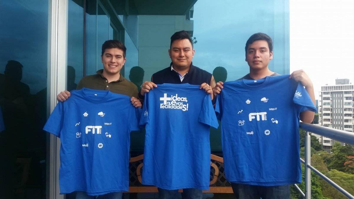 Luis Soto, Juan Carlos Guzmán y Guillermo Cotto, estudiantes de la Universidad Galileo, visitaron Publinews para hablar acerca de su experiencia en el FIT 2017. Foto: David Lepe Sosa