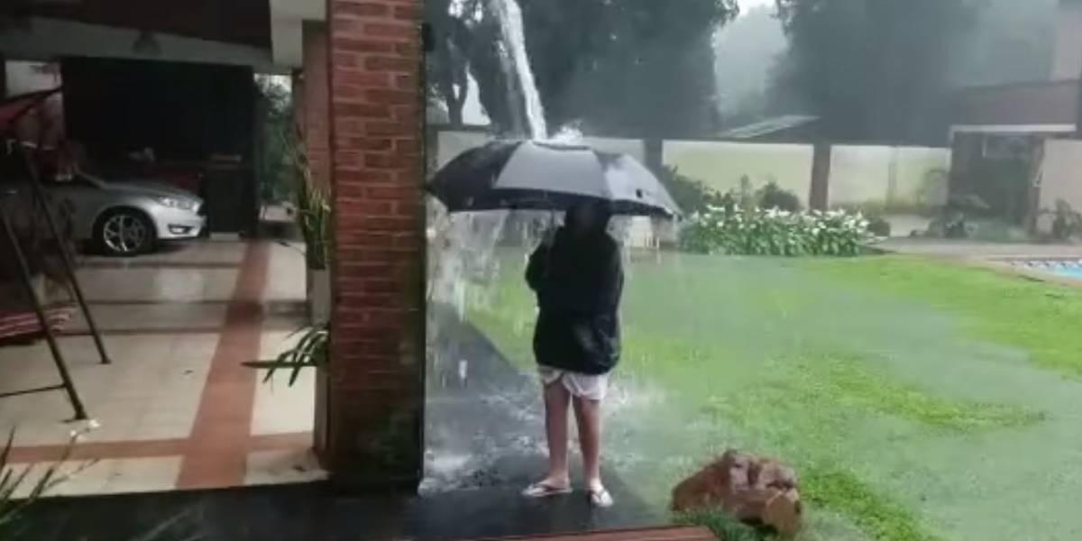 Niño se salva de milagro de la caída de un rayo y su video se hace viral