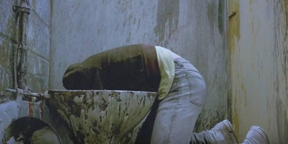 """""""No tomo nunca más"""": Bomberos """"rescata"""" a hombre que tenía atrapada la cabeza entre un inodoro y la pared"""