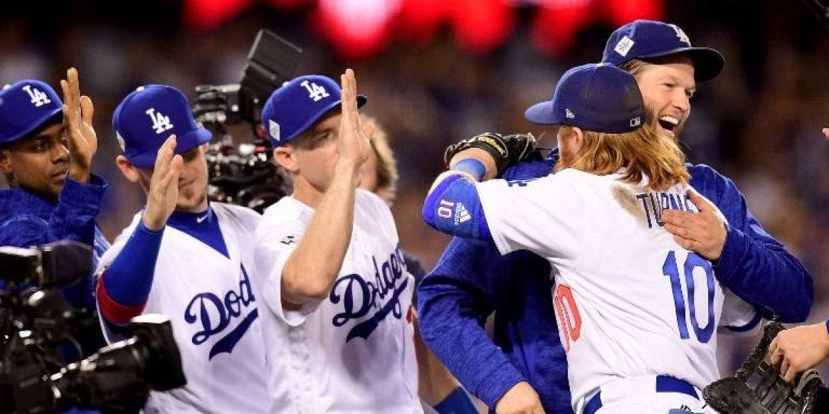 Clayton Kershaw se luce y los Dodgers se adelantan en la Serie Mundial