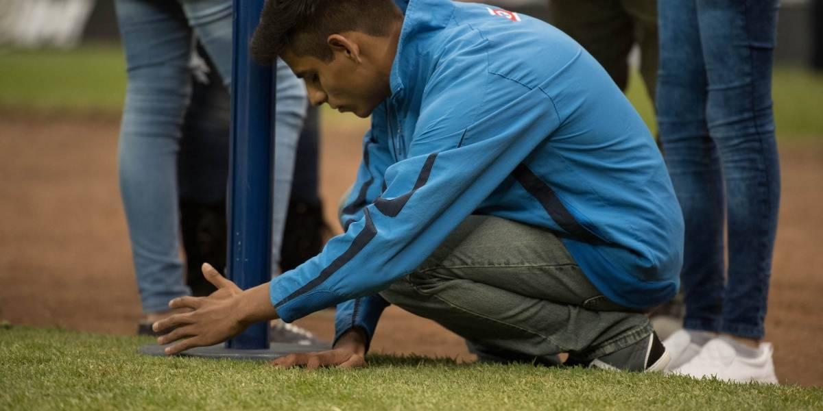 FOTOS: Joven invidente conoce Estadio Azteca con narración de su hermano