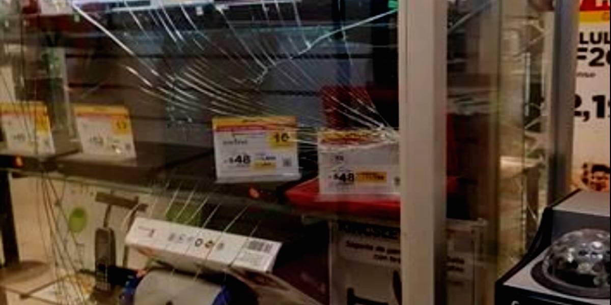 Con mazos, saquean tienda departamental ubicada en Eje Central