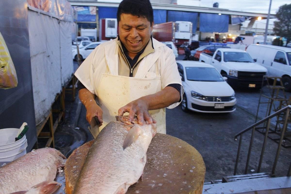 El pescado fresco llega de madrugada a la Nueva Viga