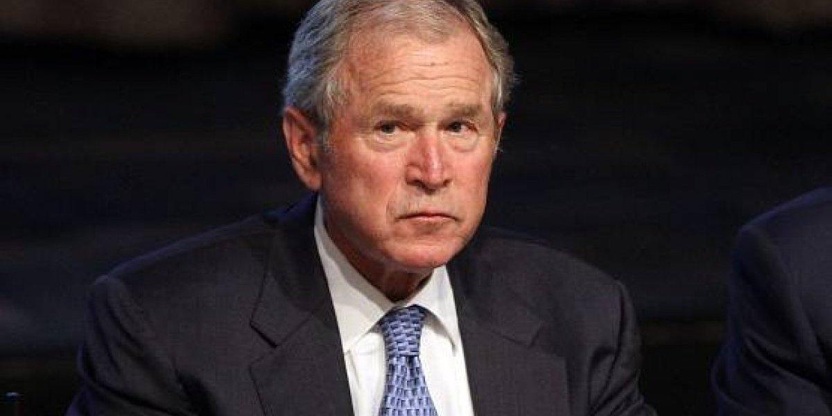 Expresidente de EE.UU. se disculpa con actriz que lo acusó de manosearla