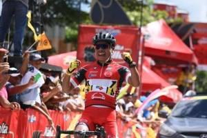 Alfredo Ajpacajá gana la tercera etapa