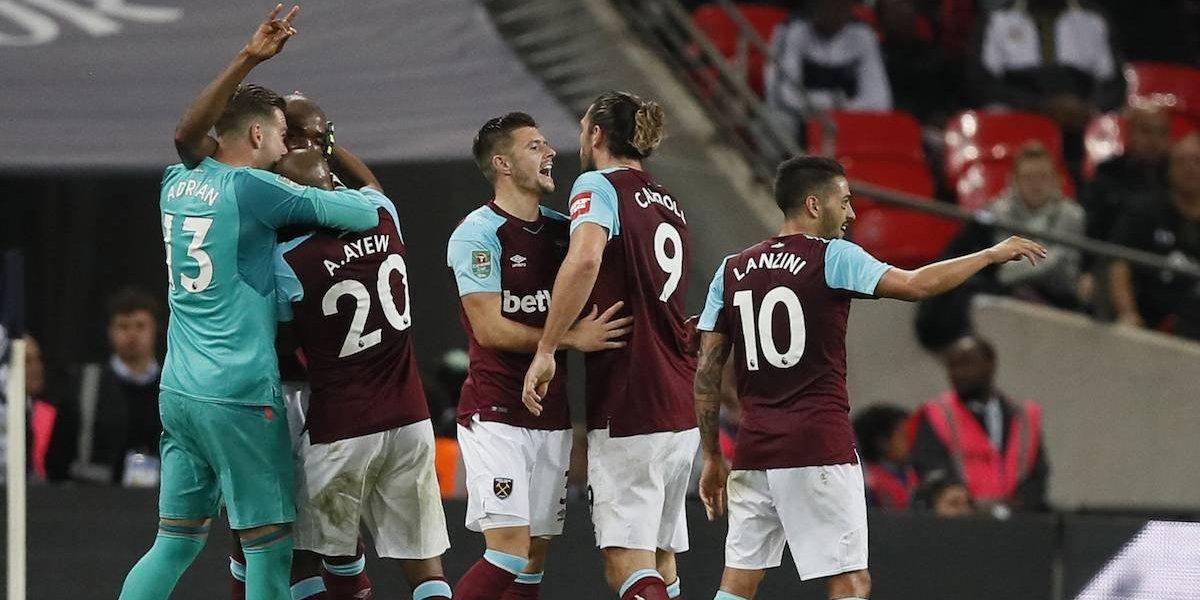 Sin 'Chicharito', West Ham firma voltereta ante el Tottenham en Copa