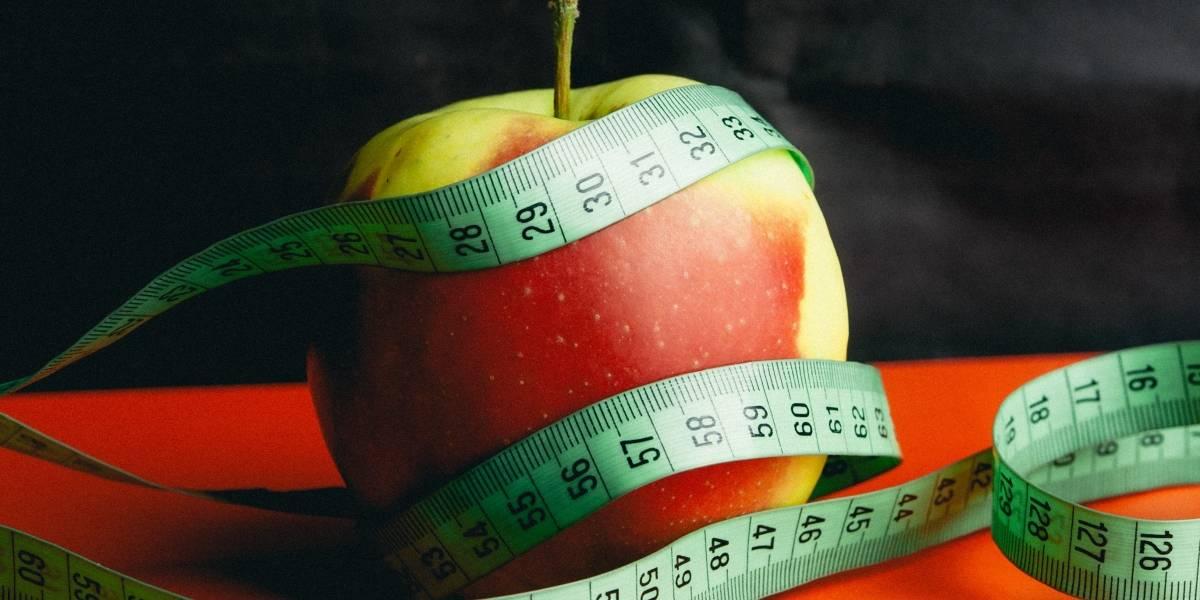 Juez autoriza que padres alimenten a su hija con anorexia