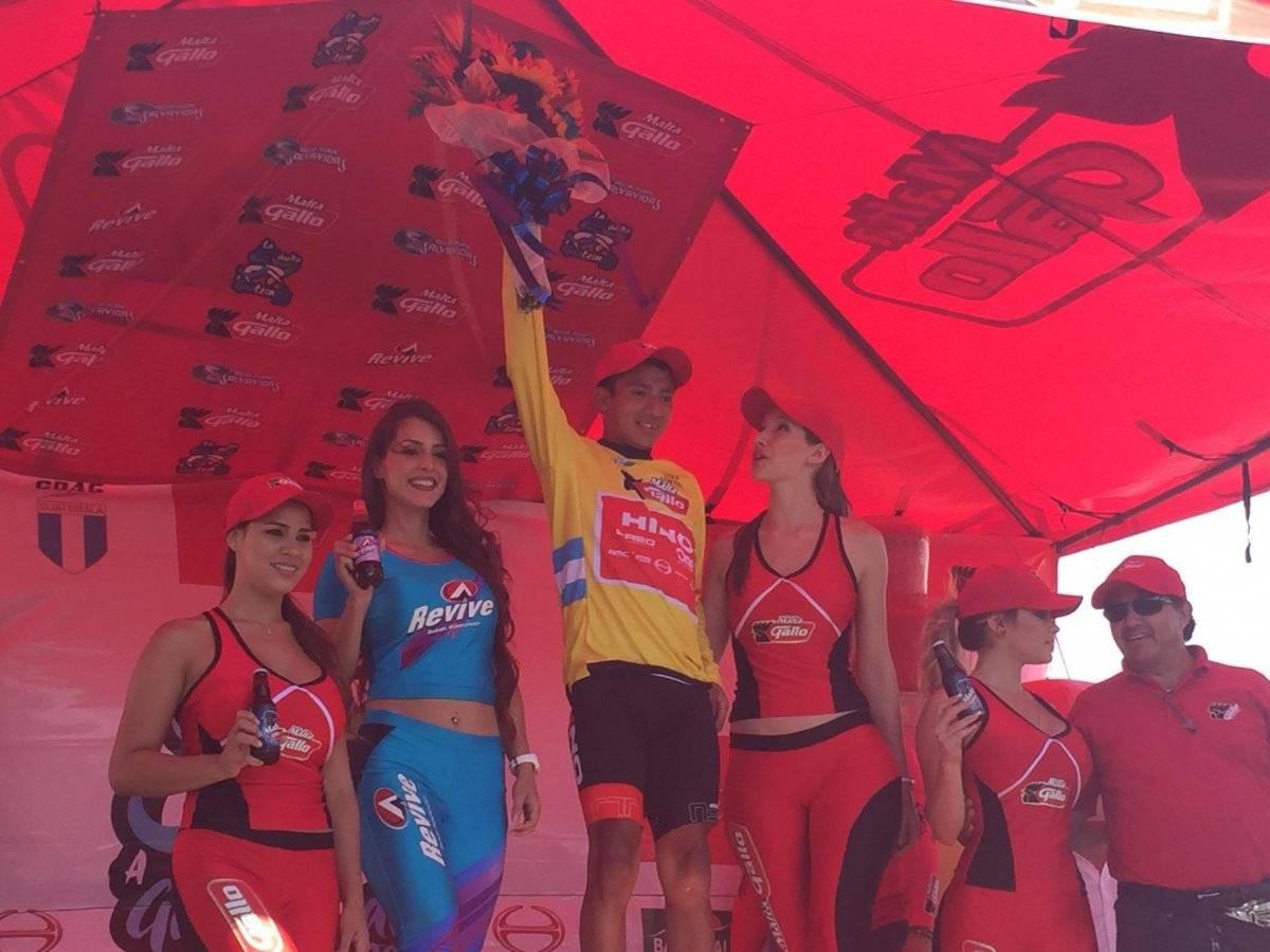 Ajpacajá en el podio de la Vuelta