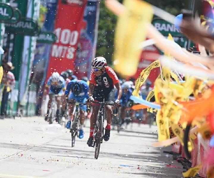Celso Ajpacajá líder de la Vuelta