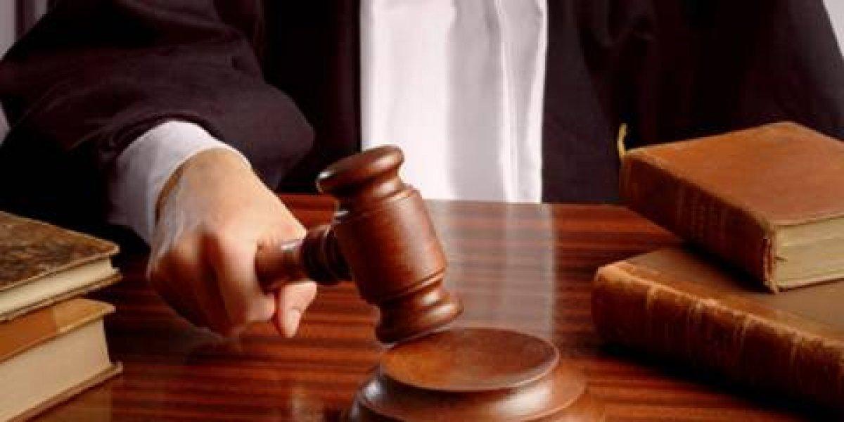 Condenan a dos hombres acusados de asaltar y violar a dos mujeres en un carro