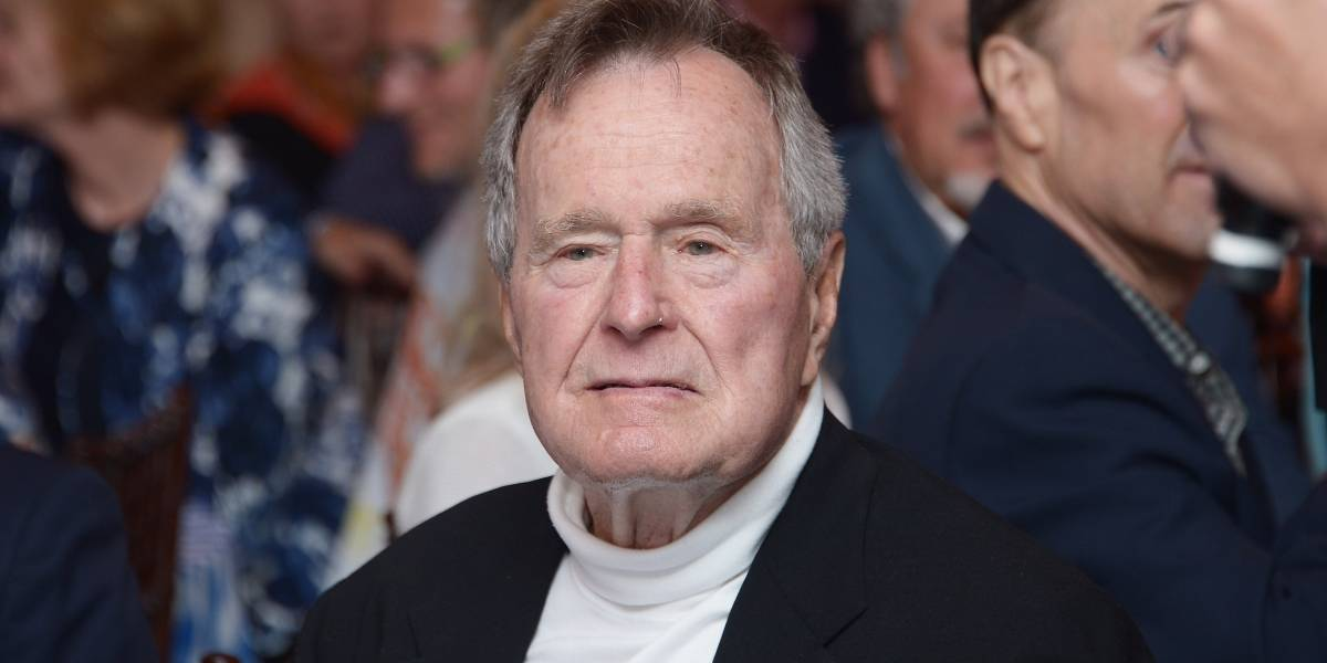 Acusan a ex presidente Bush padre de agredir sexualmente a actriz