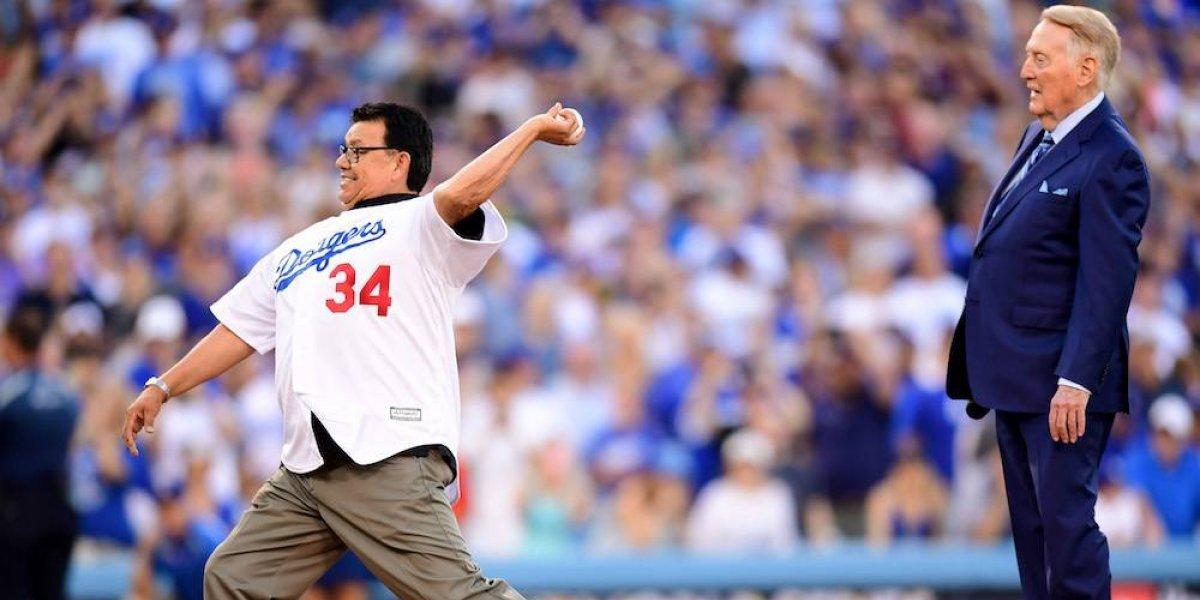 El Toro Valenzuela vuelve a lanzar una bola en la Serie Mundial