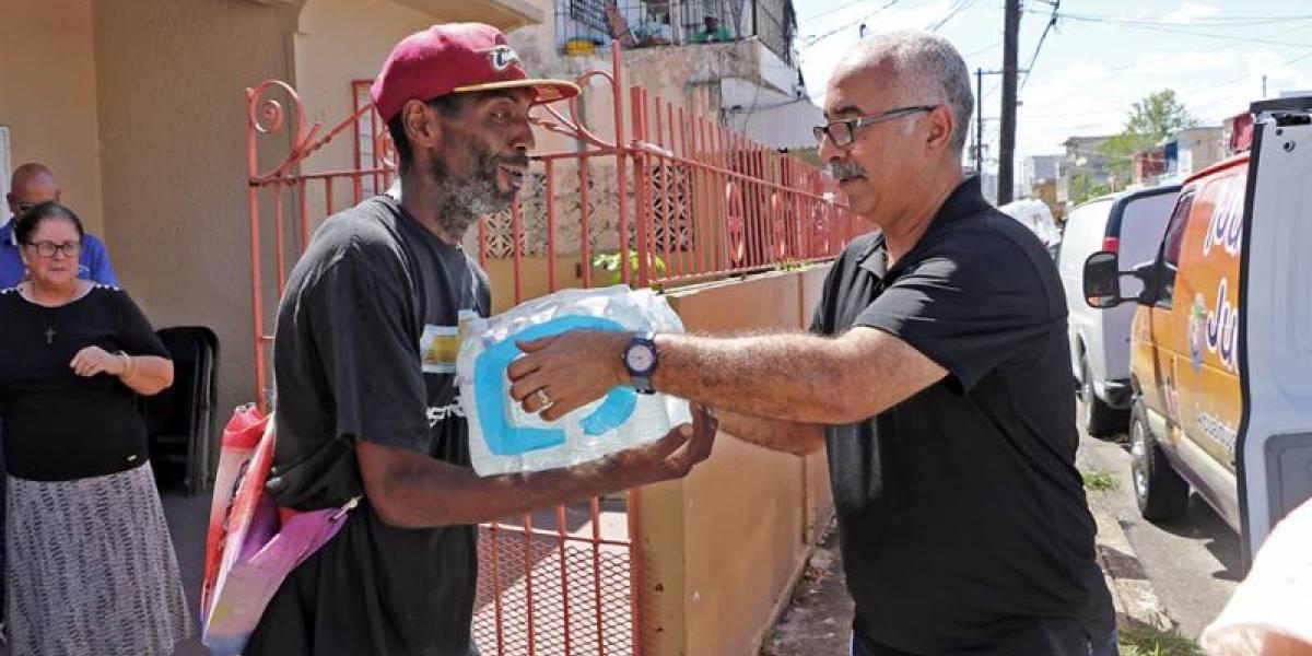 Secretario de Hacienda entrega suministros en Barrio Obrero