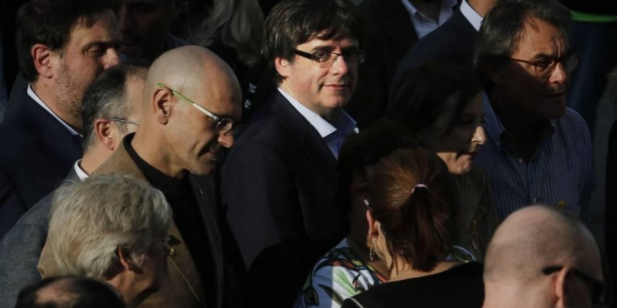 Las horas más tensas en Cataluña: Puigdemont no convoca elecciones y deja en manos del Parlamento la declaración de independencia