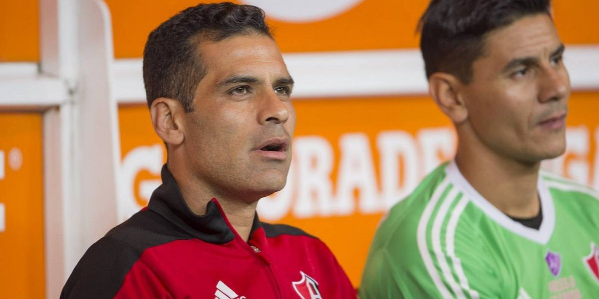 Rafa Márquez sólo puede jugar en México y cobrar en pesos
