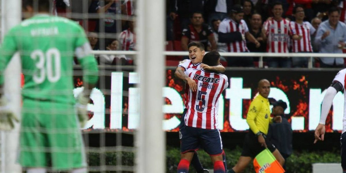 Chivas vence al Atlas en el Clásico tapatío