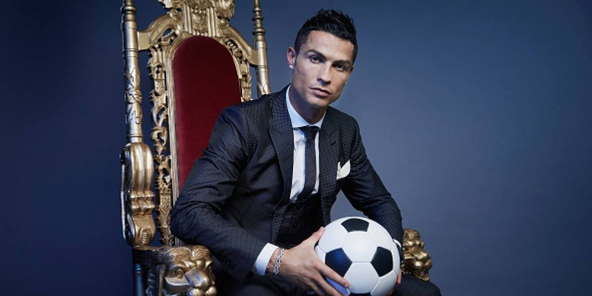 "La cara de la novia de Cristiano Ronaldo al verlo tomarse una selfie con la ""Messi venezolana"""