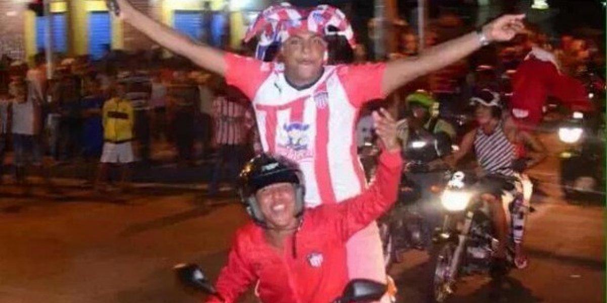 """¡Lo hizo otra vez! Aficionada del Junior celebró la Copa como """"una estrella más"""""""