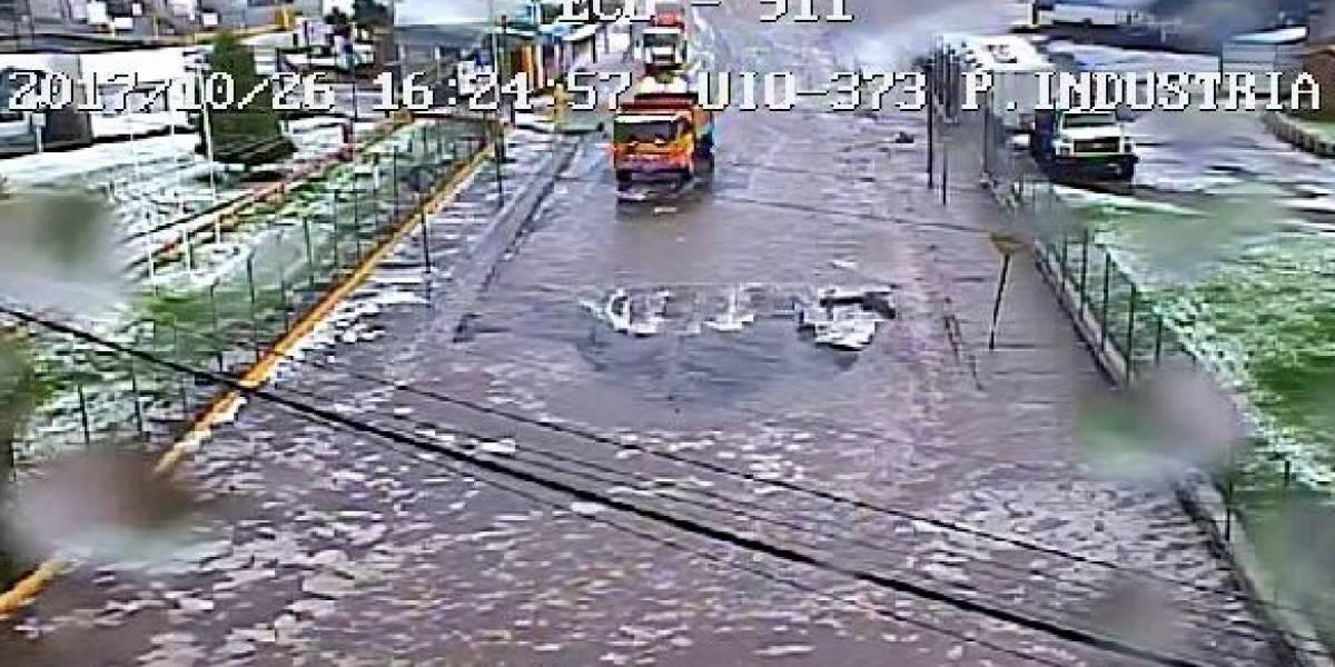 En el sur de Quito se acumuló el agua por taponamiento de alcantarillas