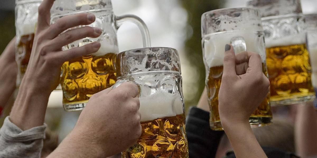 Alertan por tentador mensaje a través de WhatsApp que promete cervezas gratis: es un peligroso virus