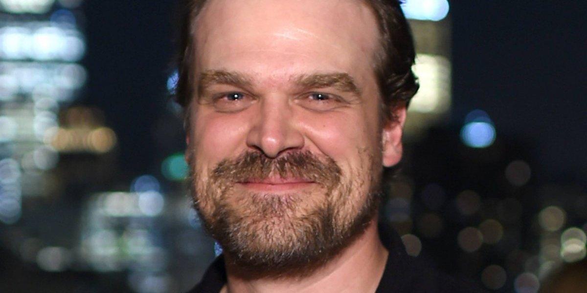 """El drástico cambio de un actor de """"Stranger Things"""" para convertirse en el nuevo """"Hellboy"""""""