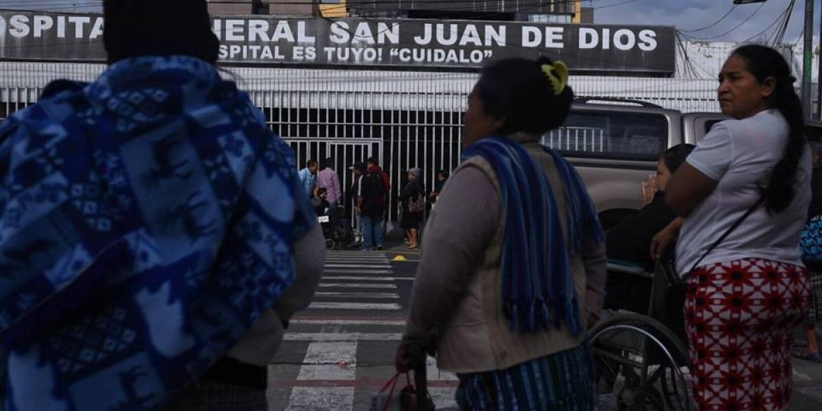 Trasladan a dos pacientes del Hospital San Juan de Dios a un centro clínico privado