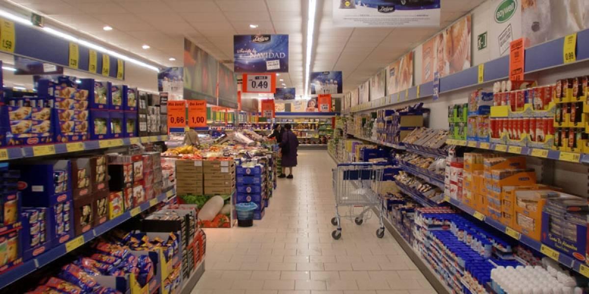Supermercado despide a funcionario por cumplir una grave falta: trabajar de más y esforzarse demasiado