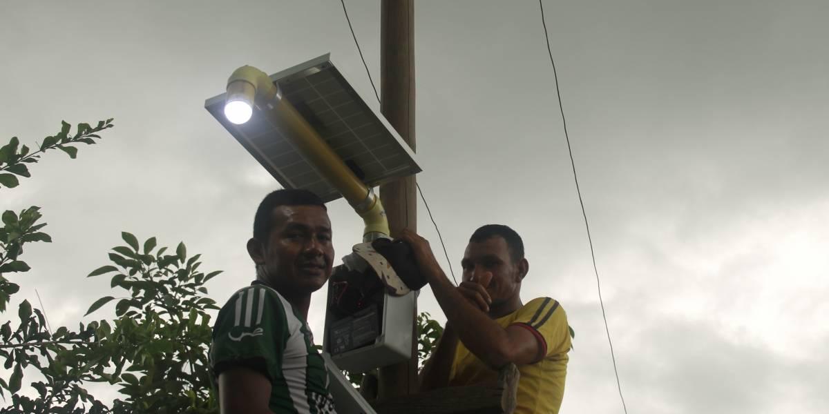 Indígenas zenúes iluminan sus calles con energía solar