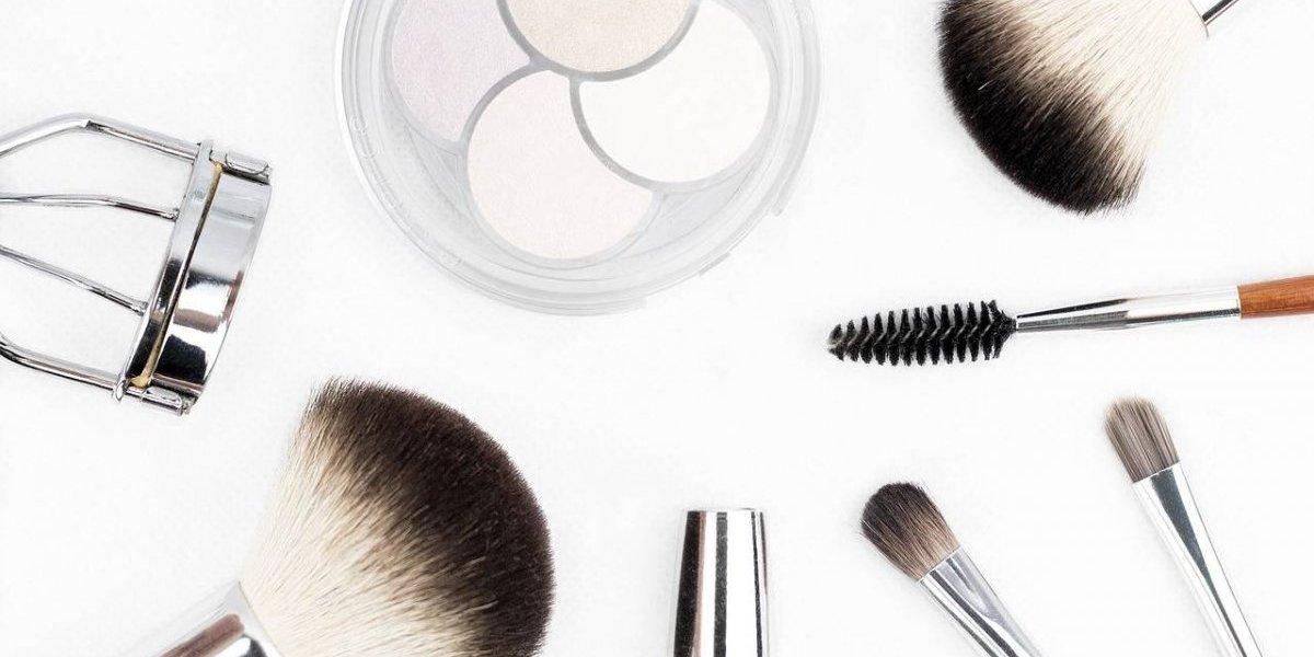 Los 10 cosméticos que debes llevar contigo siempre