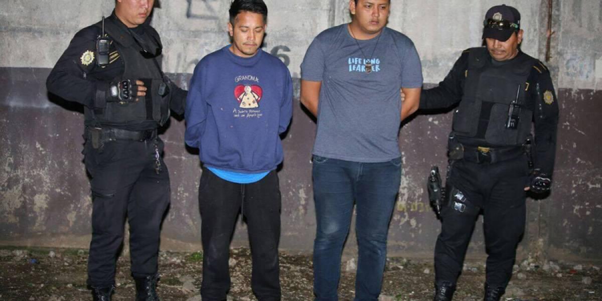 """Tres presuntos """"moto ladrones"""" capturados en zona 9"""