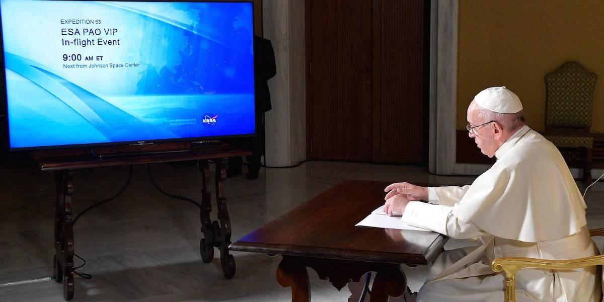 Papa Francisco charla con niños damnificados por el sismo en Jojutla