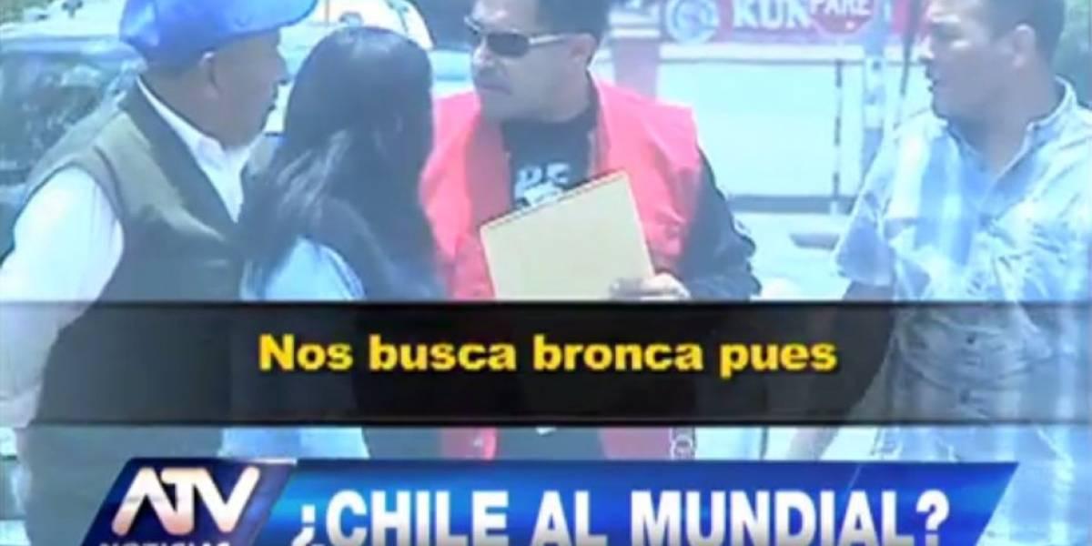 Insólita burla en Perú: falso chileno pide firmas en Lima para anular el partido con Colombia