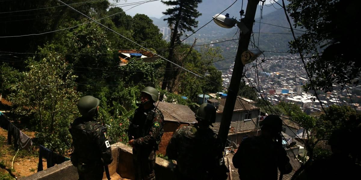 Intervenção militar no Rio gera temor em moradores de favelas