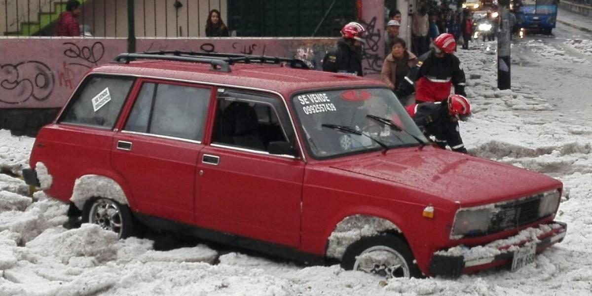 Evite la congestión vehicular durante lluvia en Quito