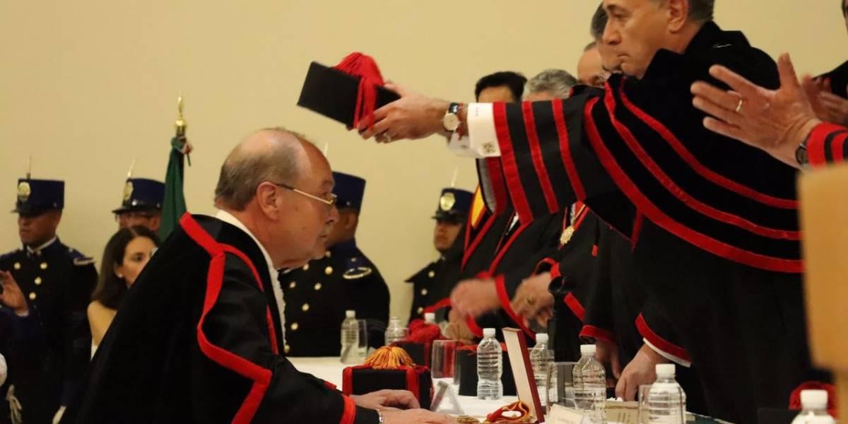 Recibe Javier Coello premio de Academia Mexicana de Derecho Internacional