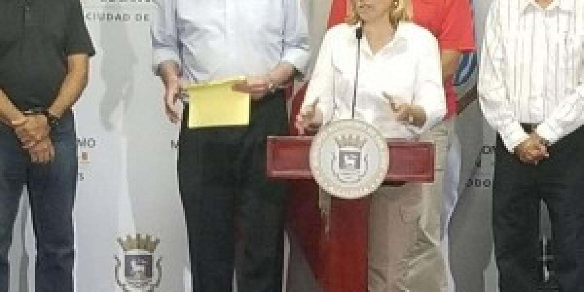 """Alcaldesa de San Juan cree hay acción concertada para """"vaciar a Puerto Rico"""""""