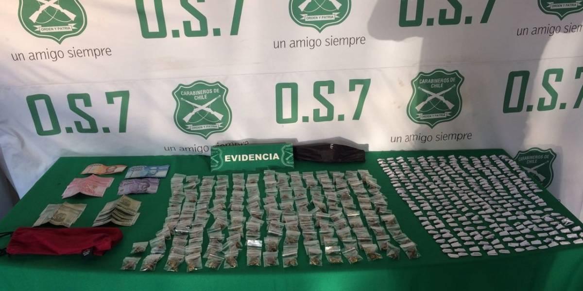 Allanamientos de Carabineros en Santiago dejan cuatro detenidos: incautan cocaína, marihuana y más de un millón de pesos