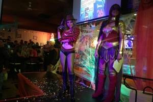 Concurso de disfraces en Hooters.