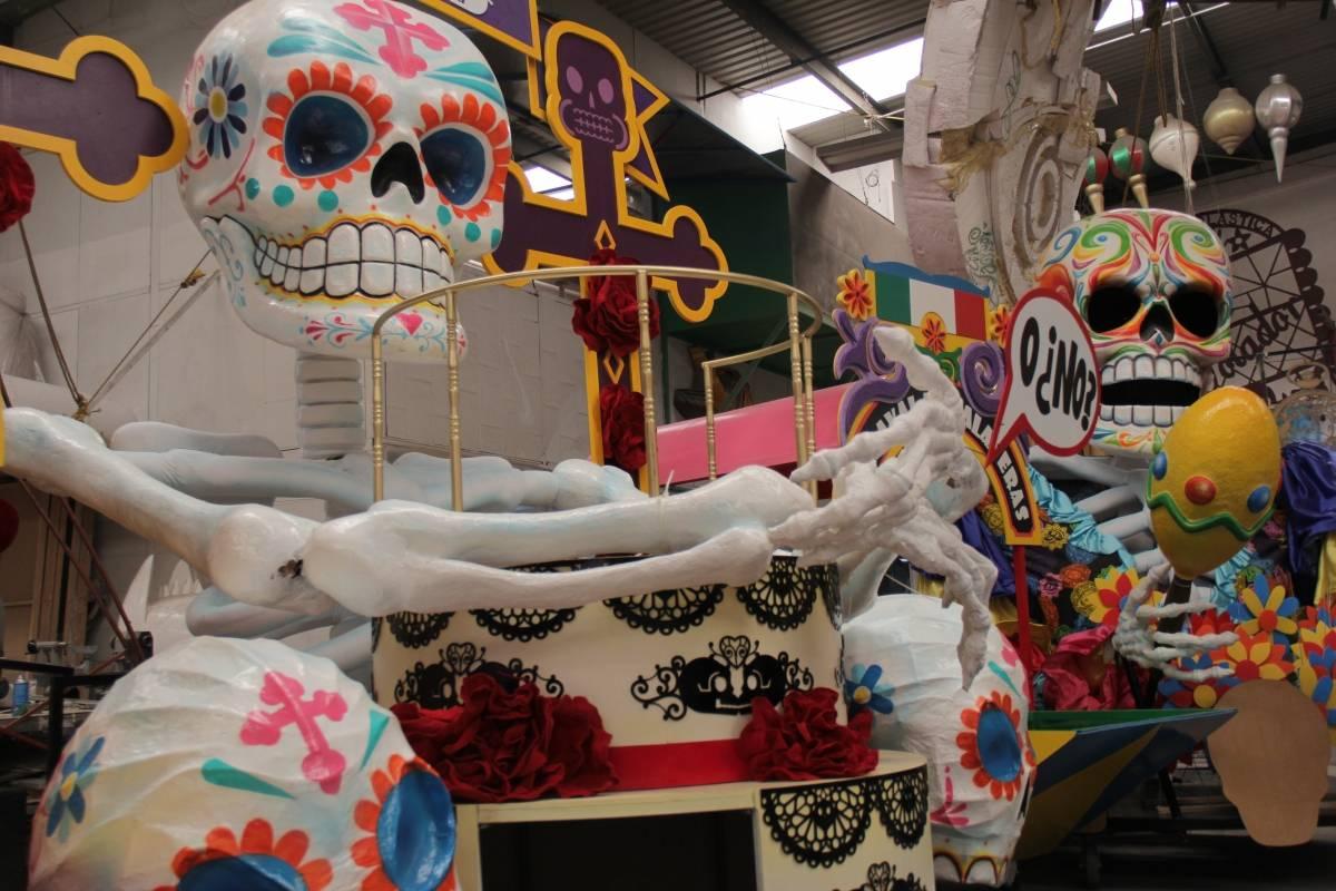 Grandes calaveras y mucho color producido por Anima Inc para el Desfile de Día de Muertos Janet Ramírez | Publimetro