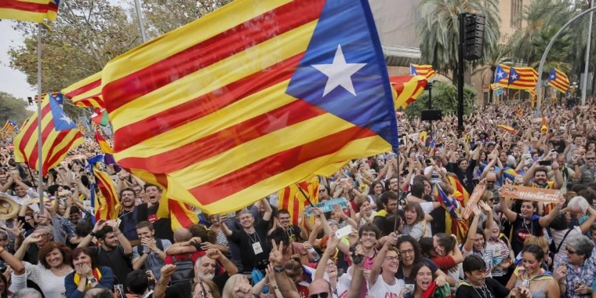 EN IMÁGENES. Miles de independentistas estallan de júbilo en Barcelona