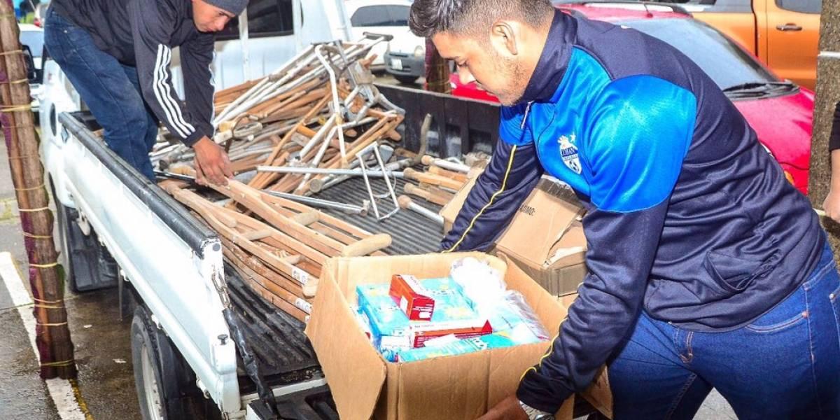 Jugadores de Cobán entregan víveres en la Cruz Roja departamental