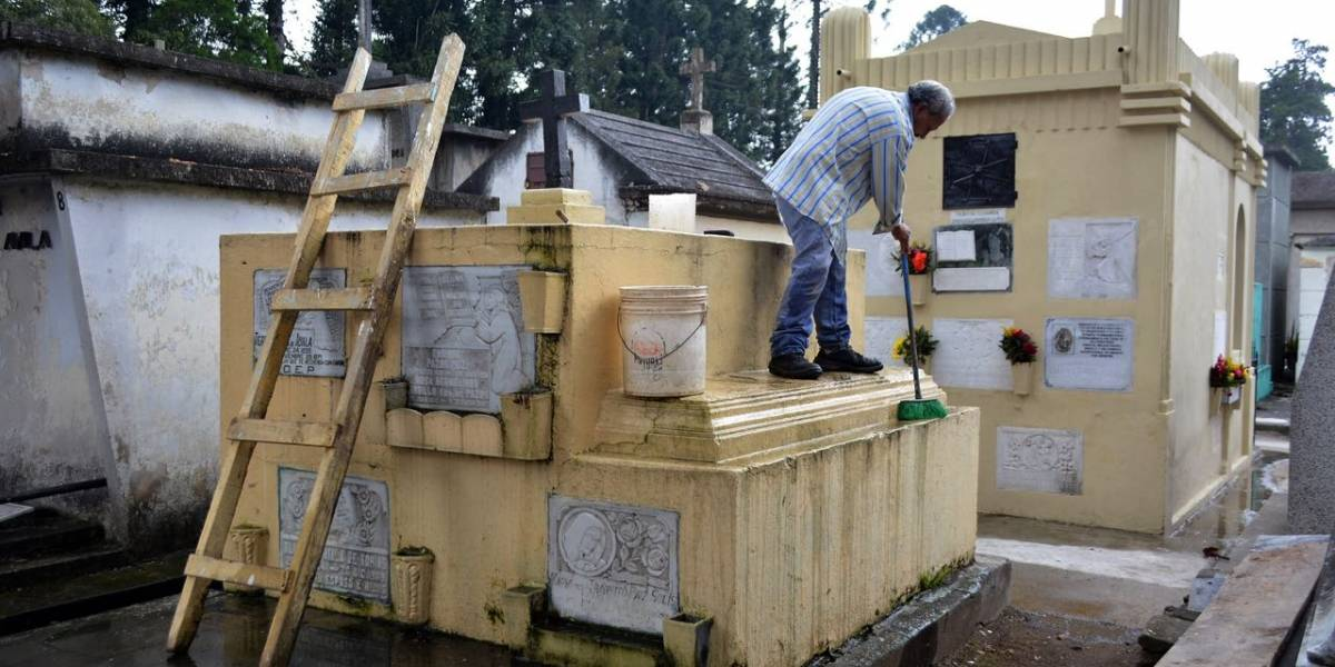 Amplían horario de atención en cementerios por Día de los Santos
