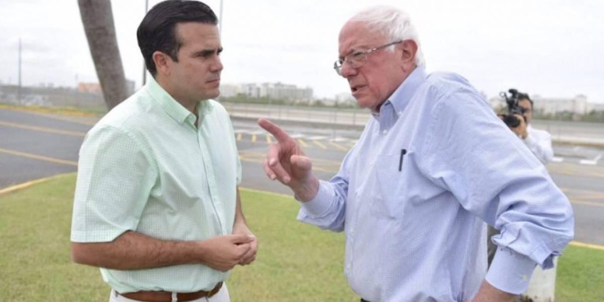 Rosselló recibe a Bernie Sanders a su llegada a la isla