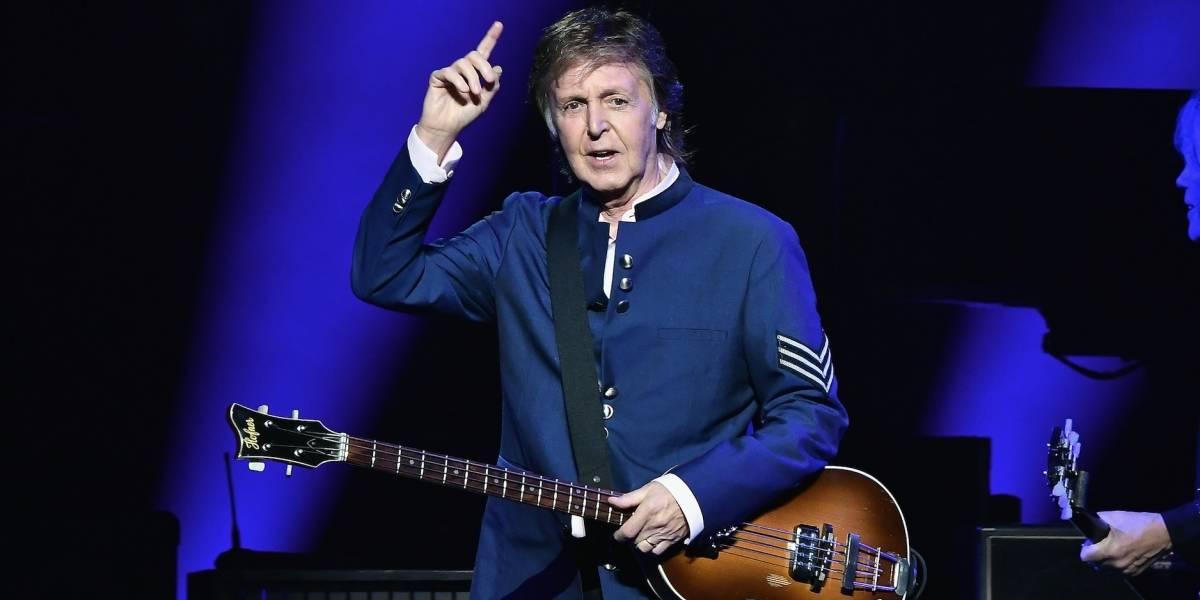 Fanáticos aguardan afuera de hotel para ver a Paul McCartney