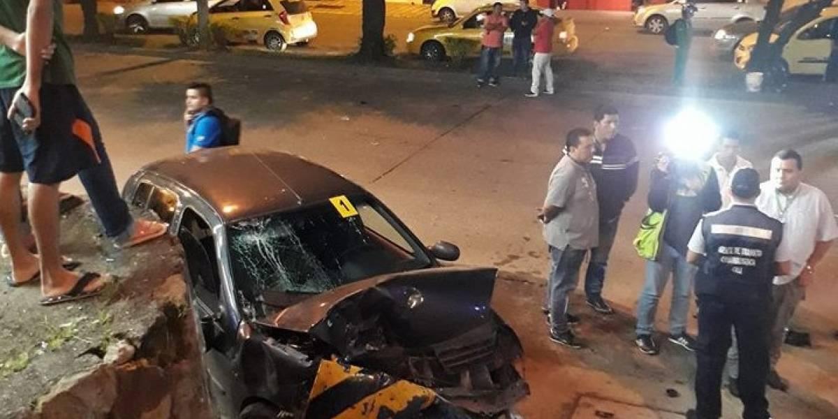 Vehículo perdió el control, mató a una persona y atropelló a dos