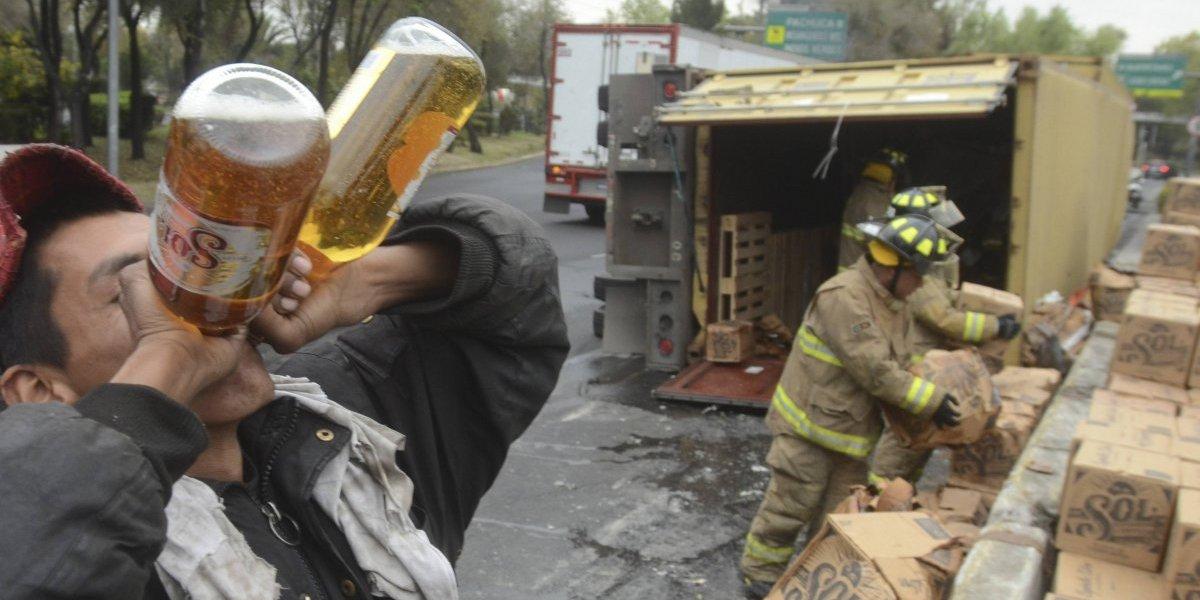 Mexicanos toman seis litros de cerveza al mes, según estudio