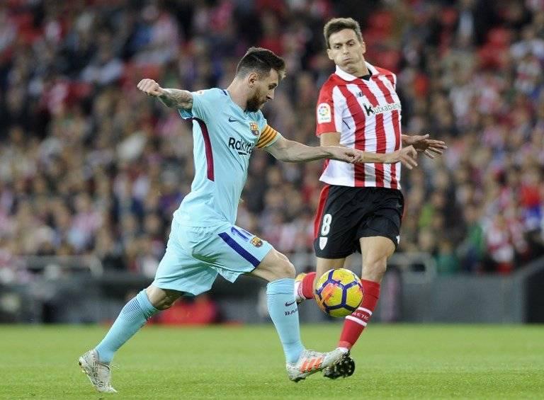 Messi realiza un disparo a la portería del Athletic