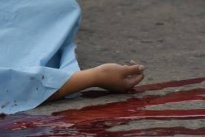 Asesinan a mujer afuera del mercado Colón