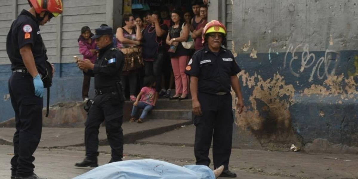 Asesinan a la madre de dos menores frente al mercado Colón