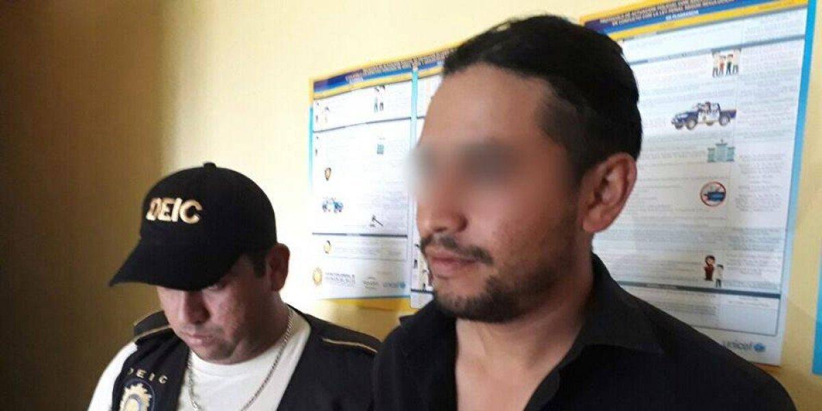 La policía captura a un hombre que golpeaba a su suegra